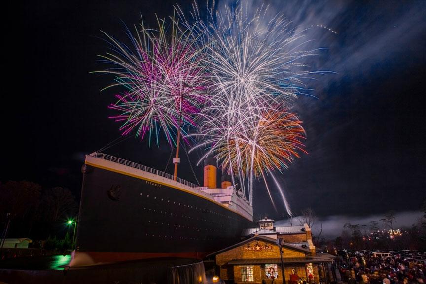titanic pigeon forge fireworks